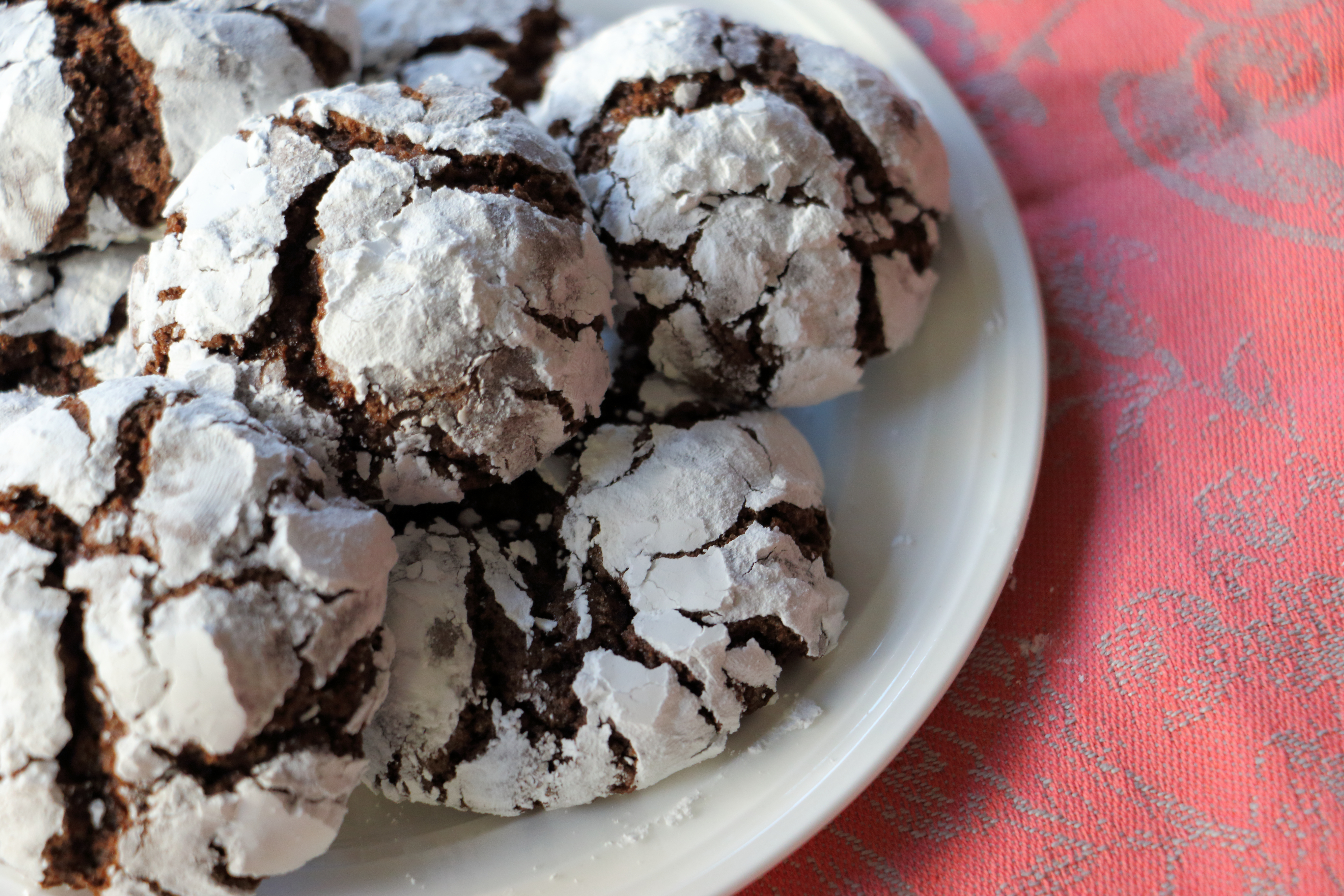Chocolate Crinkle Cookies! These easy to make cookies combine the chewiness of a brownie with a crisp cookie. SO easy and delicious!