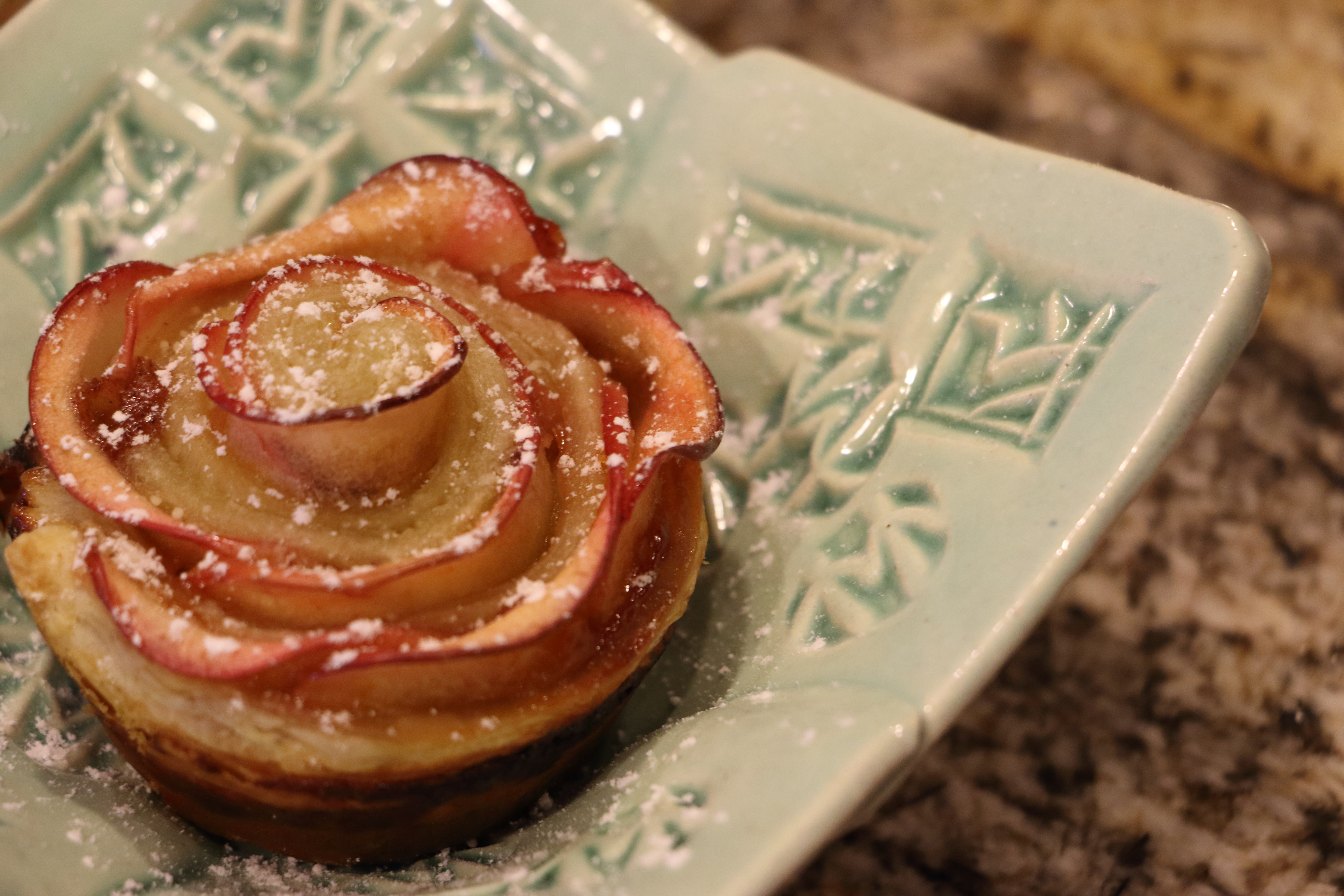 Your perfect holiday side dish! These apple roses are incredibly easy to make and will wow your guest at any event!